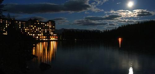 Lake Louise al chiaro di luna