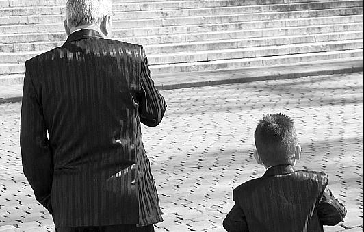 Väter, die sich um ihre Kinder kümmern