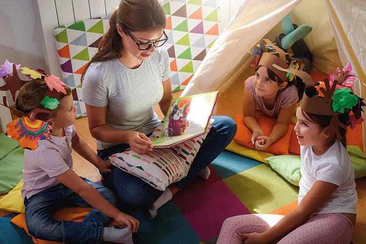 Berufliche Schule Paula Fuerst der FAWZ gGmbH_ Ausbildung Sozialassistenten_Sozialpaedagogik_Lesen mit Kindern