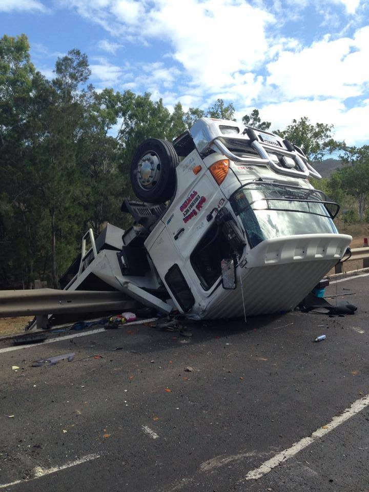19-12-2013 – Franna Crane loses control on a highway, has a head on