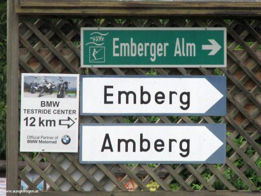 lustige Ortsschilder Österreich Emberg und Amberg in Kärnten