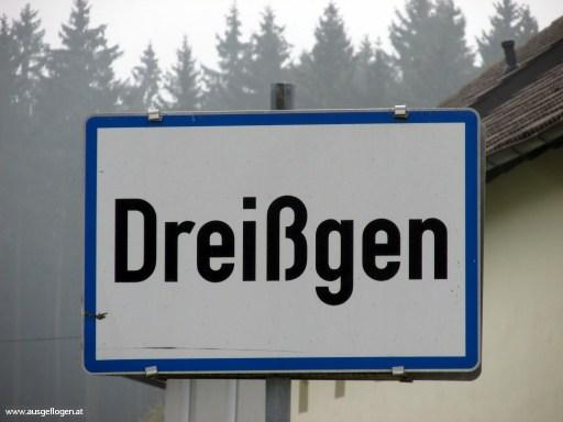 Dreißgen in Oberösterreich - lustige Ortsschilder Österreich