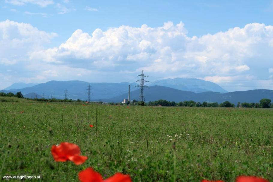 Schwarzatal Radweg Blick auf Wiener Alpen