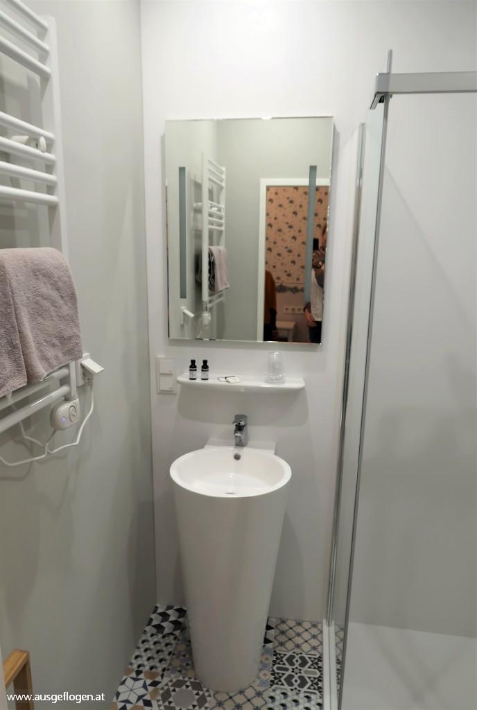 Romantikhotel Wien Himmelbettzimmer zentrumsnah begehbare Dusche