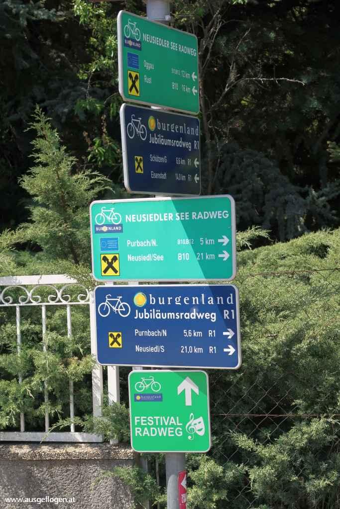 Einmündung Kirschblütenradweg B12 Neusiedlersee Radweg B10 Burgenland