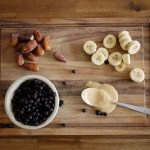 paleo breakfast smoothie (with bananas, blueberries & dates!)