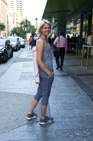 auf dem Weg in die Yoga-Class in Brisbane
