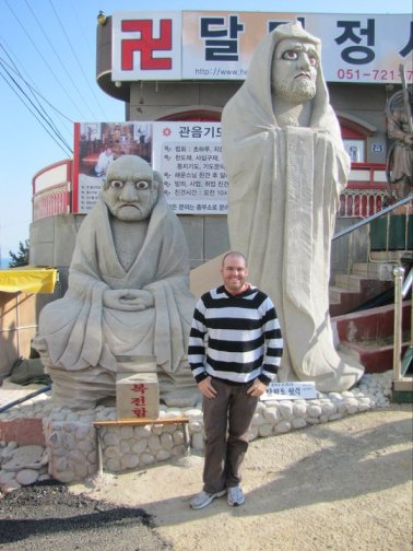 Posing with some stern faced friends at the entrance to Yonggungsa