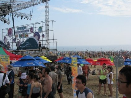 crowd at the boryeong mud festival