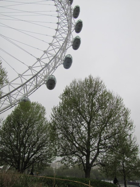 Some may consider it an eyesore, but I found the London Eye quite fun to photograph.