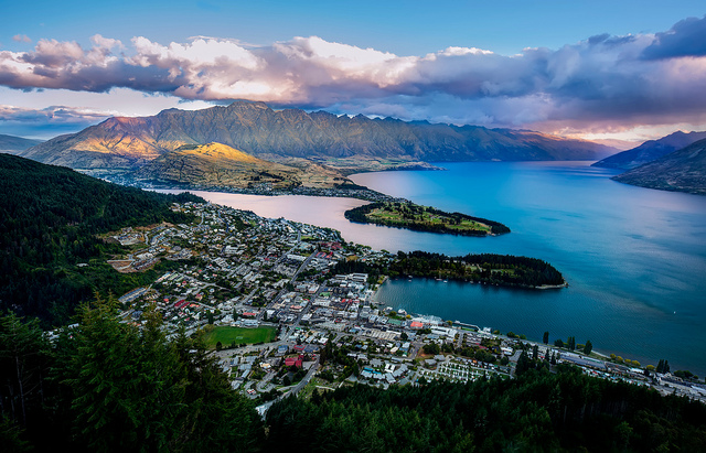 Nestled on the shore of Lake Wakitipu, Queenstown might just be the prettiest town I've ever visited.