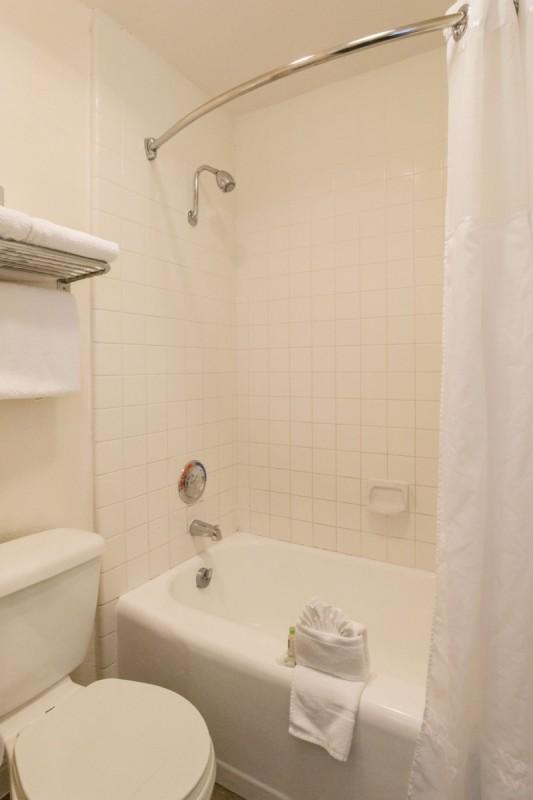 bathroom king's inn