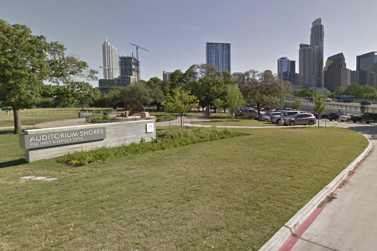 Free Parking for Bat Watching at Vic Mathias Shores (Auditorium Shores)