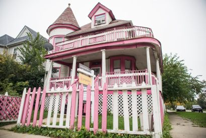"""PINK'S THE NEW BLACK: The """"Pink House"""" in Austin. 