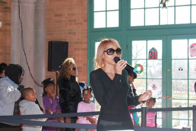 R&B Singer Sparkle and former West Side resident renders a surprise performance for guests