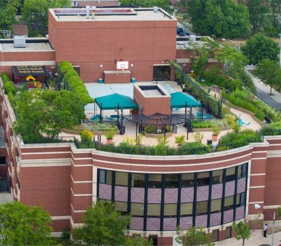 The therapeutic rooftop at Schwab Rehabilitation Hospital won the First Place Mayor Daley's Landscaping Award for Green Roofs for helping Chicago live its motto: Urbs in Horto, or City in a Garden. (Courtesy of Sinai Health System)
