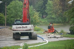 City crews, with heavy equipment near the Central Park Avenue, damn the Garfield Park Lagoon's east side in order to drain the western portion. Police are searching for the remains of a toddler, whose foot was found Saturday afternoon. | Michael Romain/Staff.