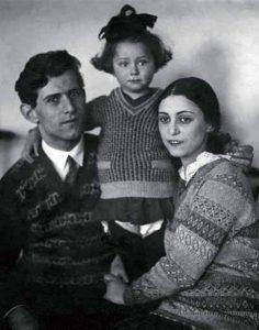 Рахиль Михайловна Плисецкая-Мессерер с мужем Михаилом Эммануиловичем и дочерью Майей