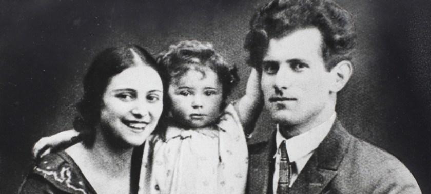 Счастливая семья Плисецких с маленькой Майей
