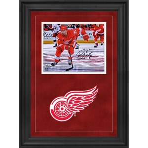 Autographed Detroit Red Wings Dylan Larkin Fanatics Authentic Deluxe Framed 8