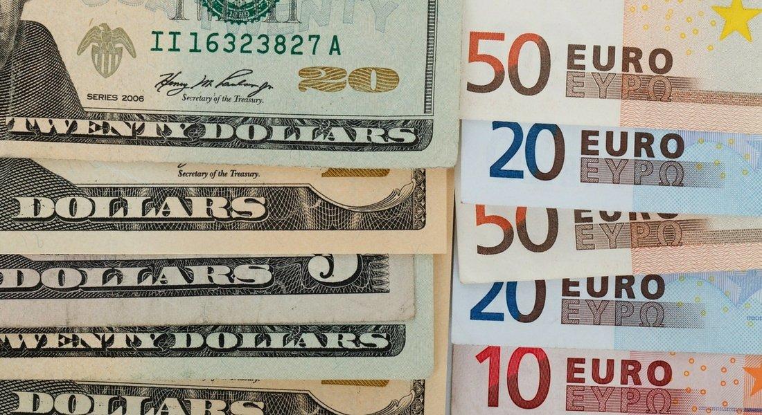 le cours du dollar americain peut facilement se verifier en ligne sur un site comme celui de exchange rates org