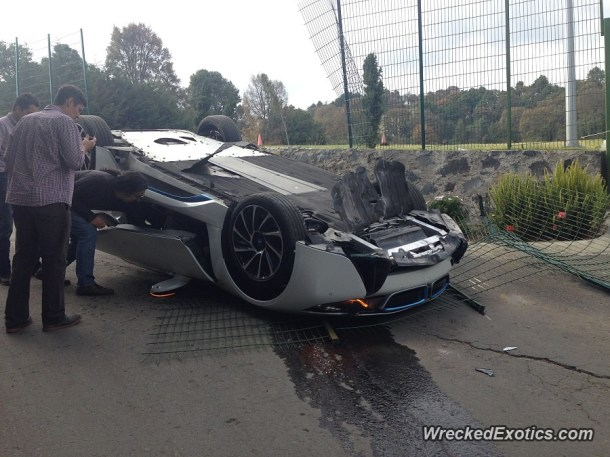 bmw-i8-flips-during-test-drive-crash-in-mexico-doors-open-tightly_2