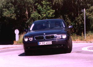 bmw735i-1.jpg (54096 Byte)