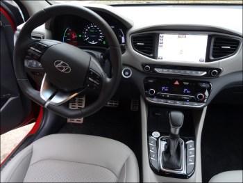 Cockpit des Hyundai Ioniq Hybrid. Foto: Petra Grünendahl.
