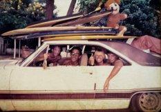 surfeurs auto ancienne américaine