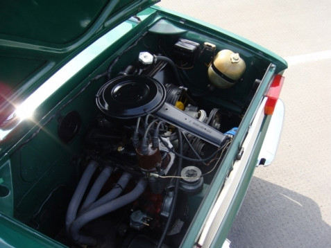 1967 fiat 850 bertone spider convertible engine bay 1