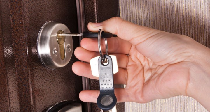 Anti-Burglary Tips to Keep Your Home Safe While You're Away