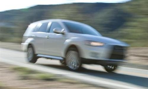 mitsubishi-outlander-gt-prototype-teaser-photo