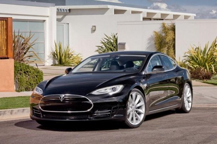 Tesla Model S Alpha (1)