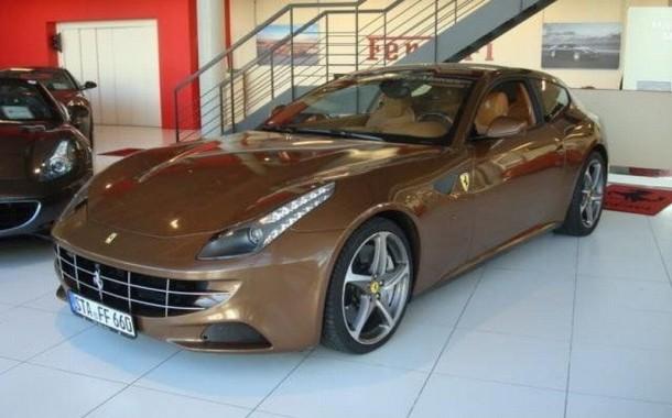 Ferrari-FF-bruin-01