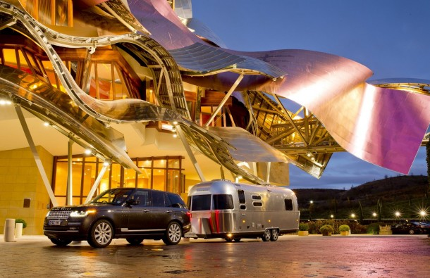 Range Rover 2013 towing Airstream 684 Series 2 (1)
