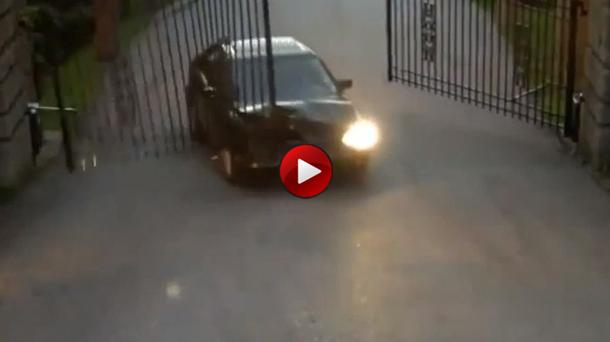 Car Vs Automatic Gate
