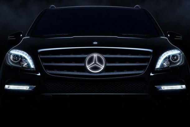 Mercedes-Benz illuminated star logo (3)