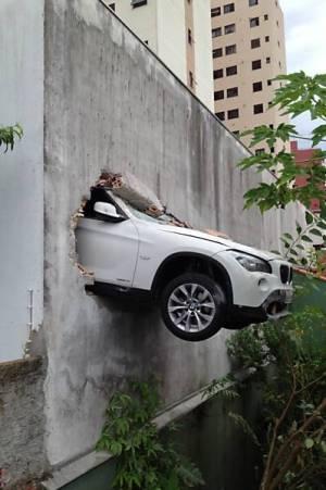 bmw x1 crash (1)