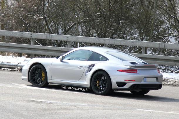 2014-Porsche-911-Turbo-3
