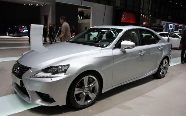 Lexus IS 300h (1)