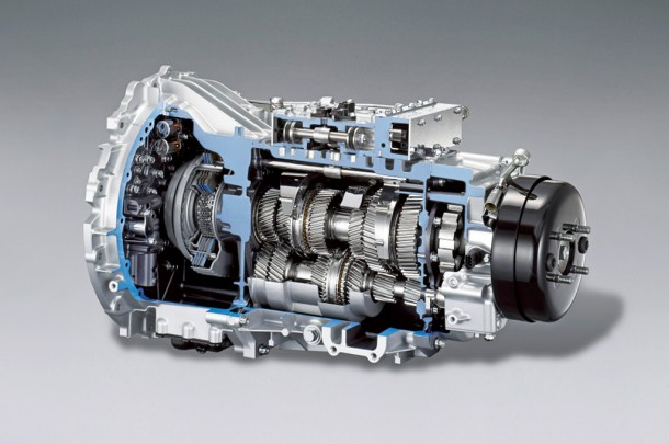 daimler-offers-the-first-dual-clutch-transmission-on-a-truck-22908_1