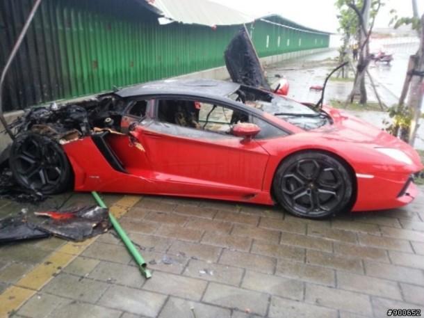 Lamborghini Aventador Flames (1)