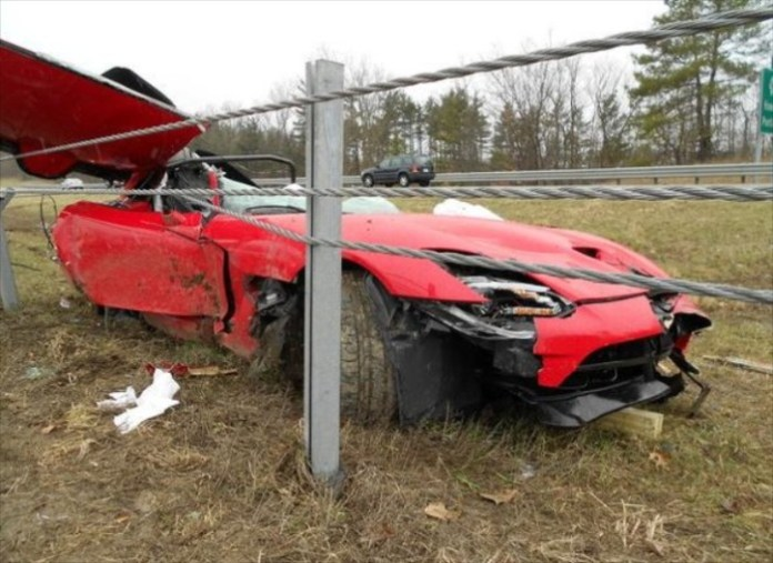 first-2013-srt-viper-accident-kills-chrysler-engineer-58275-7