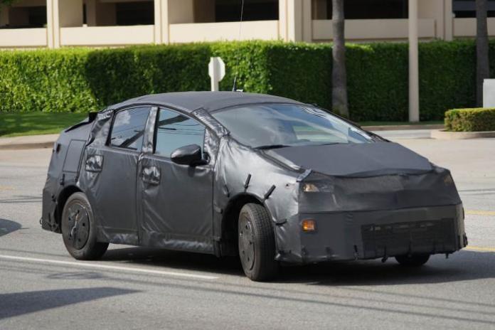 Toyota Prius 2015 Spy Photos (1)