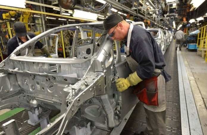 Nissan Note 2013 Production starts (3)