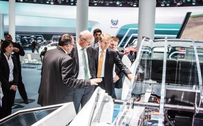 Dieter Zetsche in Volkswagen stand IAA 2013 (7)