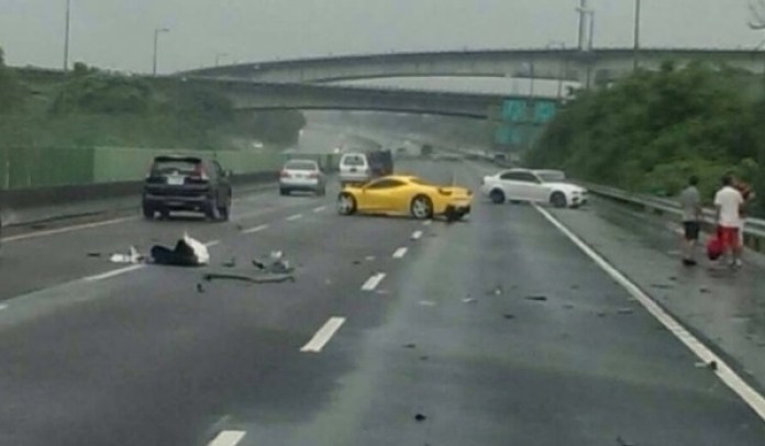 Ferrari 458 Italia crash (4)
