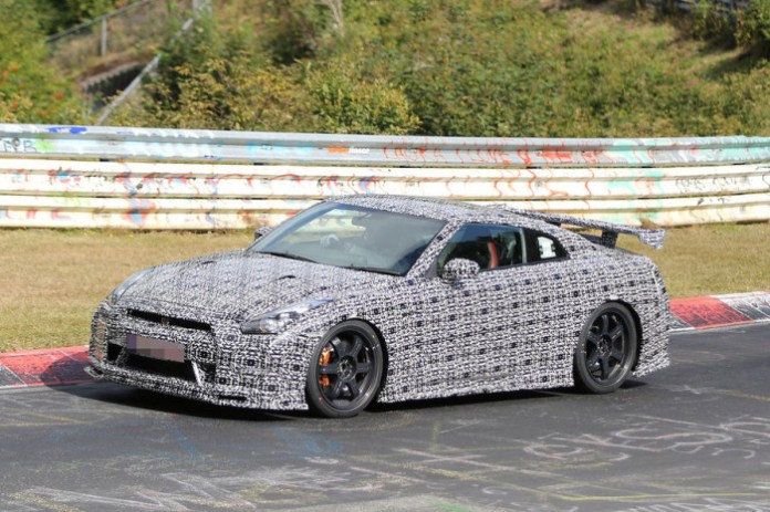 Nissan GT-R Nismo at Nurburgring Spy Photos (7)