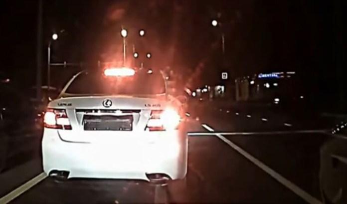 Driver hides registration plate at stop