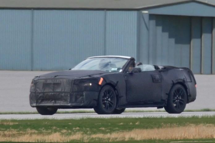 ford mustang 2015 cabrio interior (1)